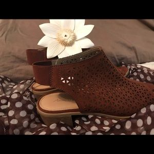 "American Eagle 3"" wedge Brown Leather Strap Shoe"